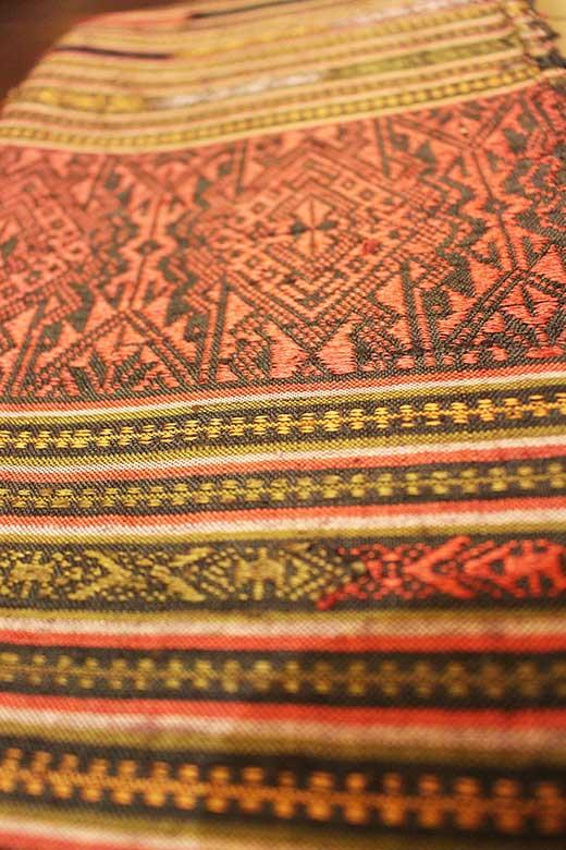 Brocade-woven silk shawl/runner